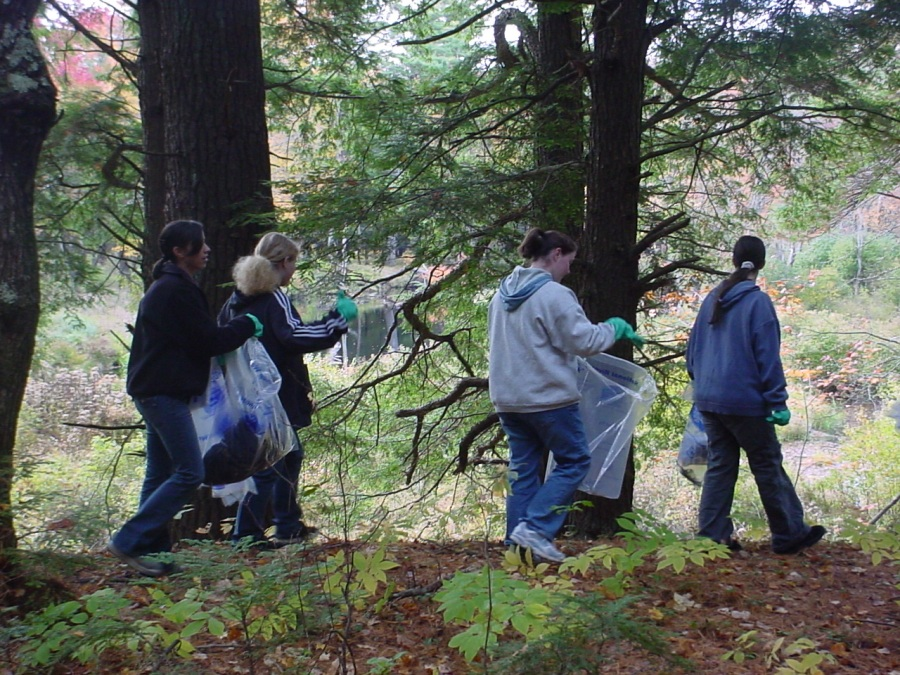 Volunteers remove trash along the Millers River, Winchendon by Ivan Ussach
